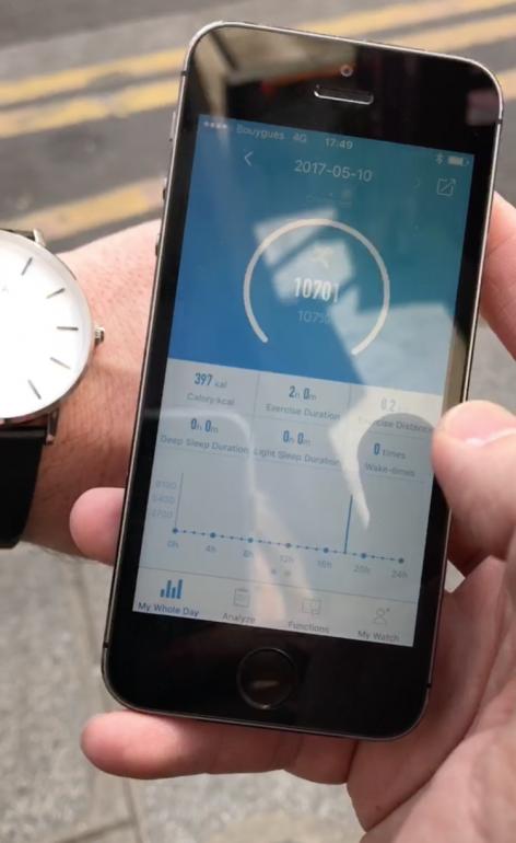 La montre NOWA est un traqueur d'activité avec un lien Bluetooth convivial.